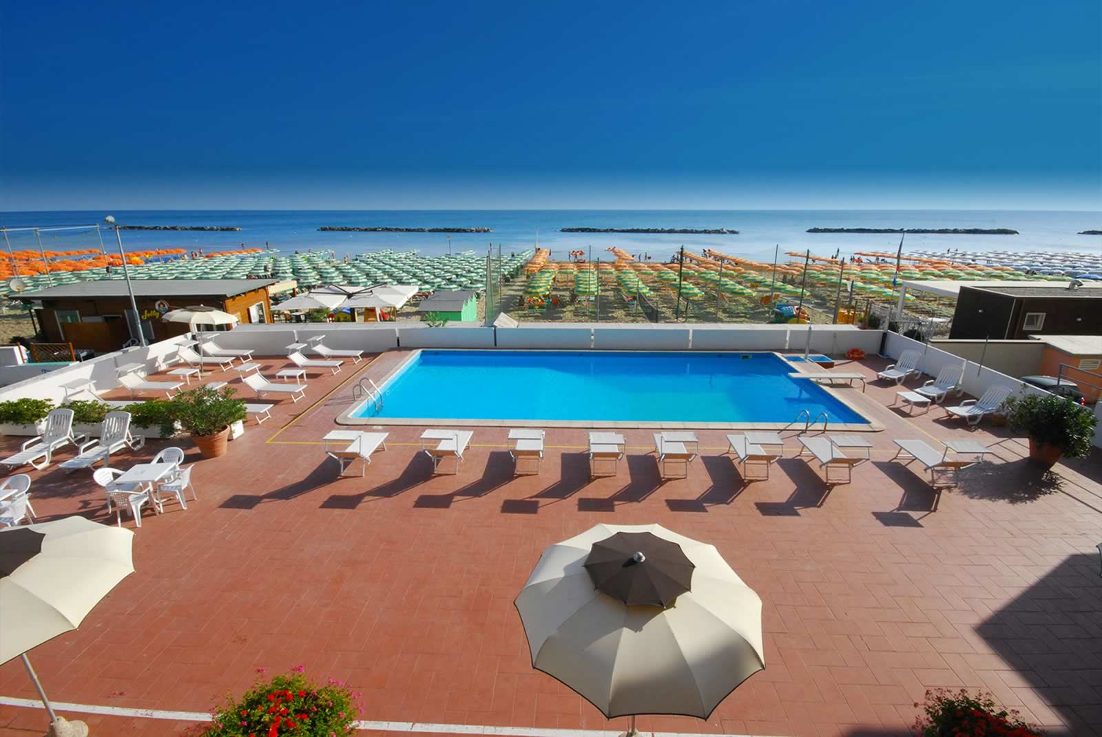 Hotel Embassy Pesaro Piscina